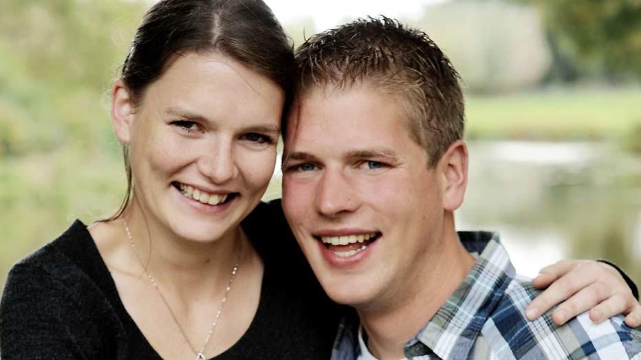 Twee Boer zoekt Vrouw-koppels verwachten een kindje