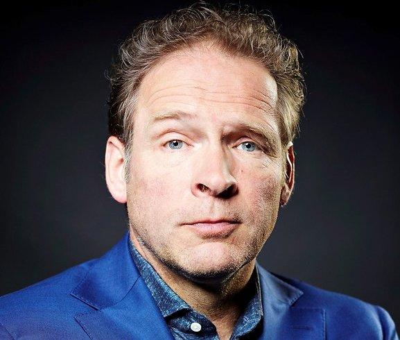 Erik van Muiswinkel legt 'domme kankerlul' uit in RTL Late Night