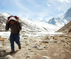 Een jonge sherpa op Mount Everest