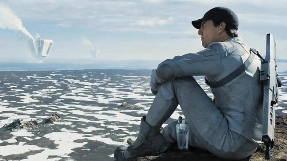 Tom Cruise redt de wereld in Oblivion