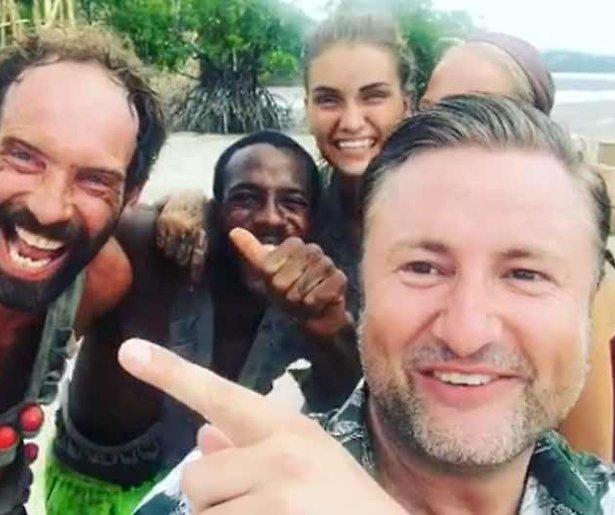 Videosnack: Dennis Weening filmt finalisten Expeditie Robinson na de proef