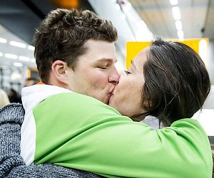 Sven Kramer en Naomi van As verwelkomen eerste kindje