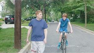 Puberende broers vliegen elkaar in de rode haren
