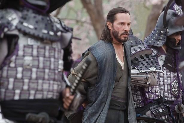 Keanu Reeves zwaait met zijn samoeraizwaard