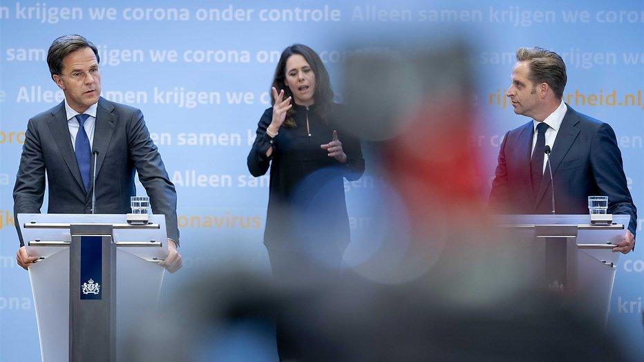 Mark Rutte, Irma Sluis en Hugo de Jonge bij de persconferentie van dinsdag 23 juni.