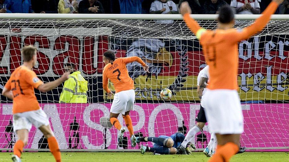De TV van gisteren: Ruim 2.5 miljoen voetbalfans zien Oranje winnen