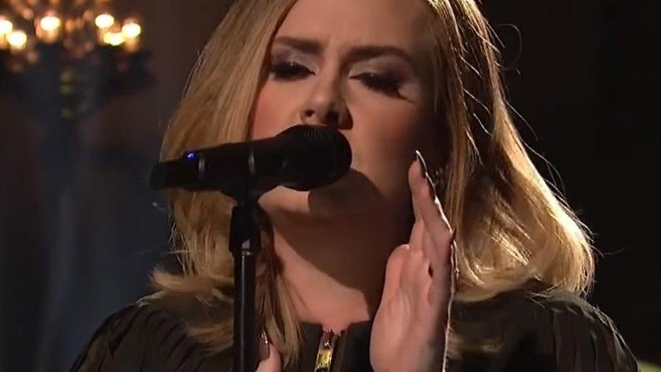 YouTube hit: Adele zingt Hello unplugged bij SNL