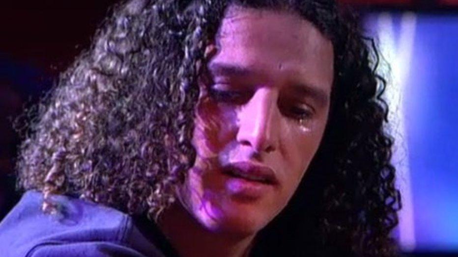 Ali B in tranen tijdens prachtig lied voor zoontjes in DWDD