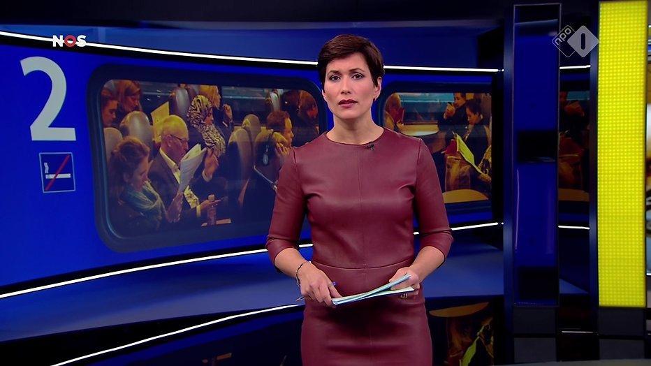 Annechien Steenhuizen verrast NOS Journaal kijkers met strakke leren jurk