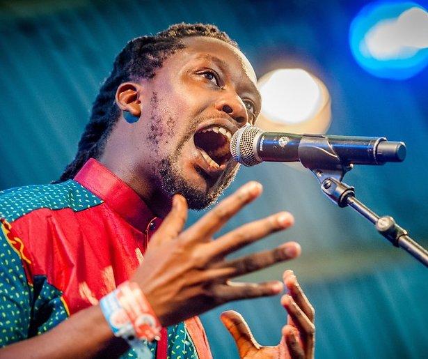 Akwasi treedt op tijdens racismedag NPO