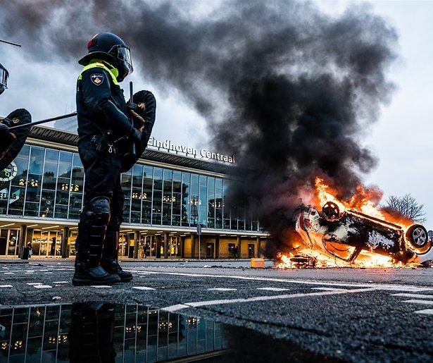 De TV van gisteren: krankzinnig hoge kijkcijfers voor NOS Journaal vanwege rellen
