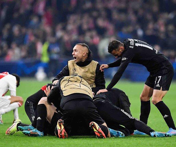 De TV van gisteren: 5,3 miljoen zien Ajax verliezen