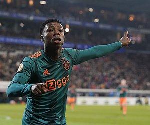 Ajax-speler onder vuur na potje voetbal op straat
