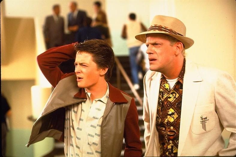 Michael J. Fox reist door de tijd in Back to the Future