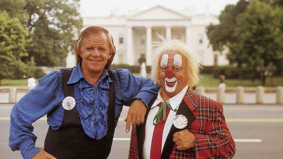 Clown Bassie al enkele weken ziek op bed