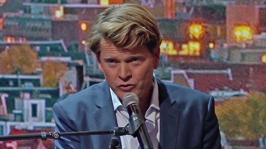 Terugkijken: Beau sluit eerste talkshow zingend af