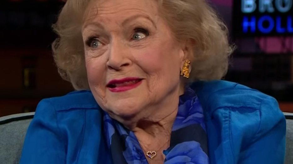 Golden Girl Betty White (94) aangeklaagd
