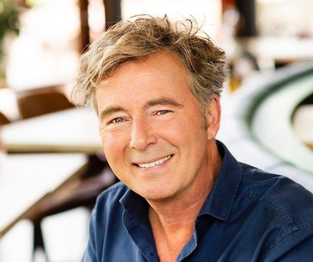 Bert van Leeuwen presenteert nieuw tv-programma vanuit z'n woonkamer