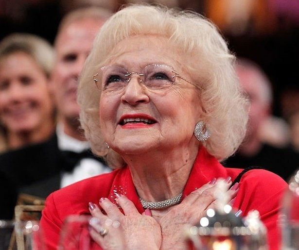 'Golden Girl' Betty White (98!) tekent nieuw filmcontract