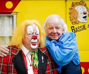 Operatie aan nierstenen clown Bassie uitgesteld