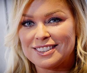 Presentatrice Bridget Maasland naar ziekenhuis met splinter in bil