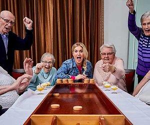 Britt helpt de ouderen