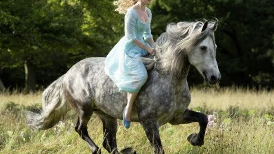 YouTube-hit: betoverende trailer Disney's Cinderella