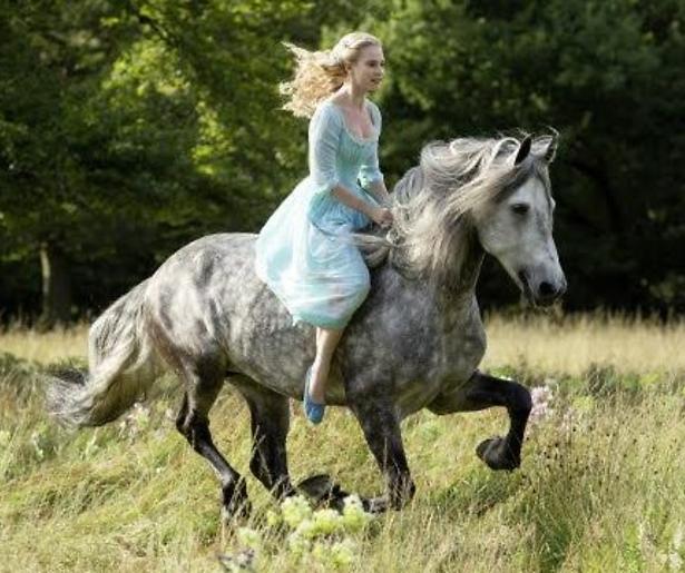 YouTube-hit: betoverende trailer Disney's Cinderella