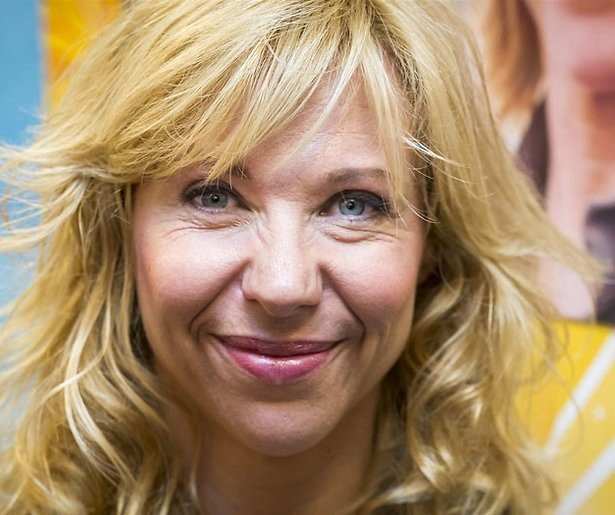 Claudia de Breij langs theaters met oudejaarsconference