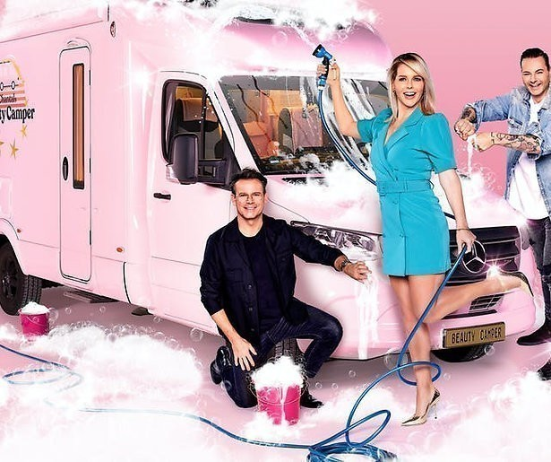 De TV van gisteren: Chantals Beauty Camper opent onder het miljoen