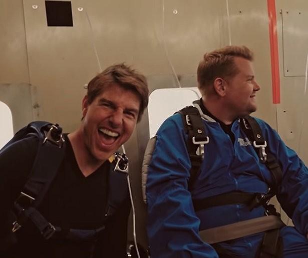 Videosnack: James Corden springt uit een vliegtuig met Tom Cruise
