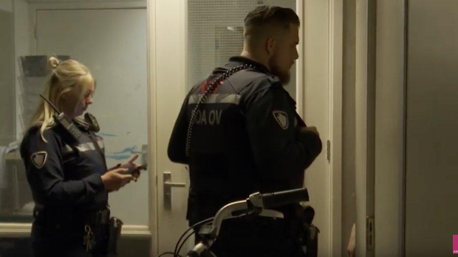 Videosnack: Zwartrijder gaat door het lint in De Handhavers - Televizier.nl