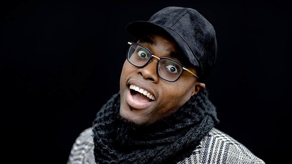 Nieuwe show op SBS: Jandino met BN'ers naar New York om komiek te worden