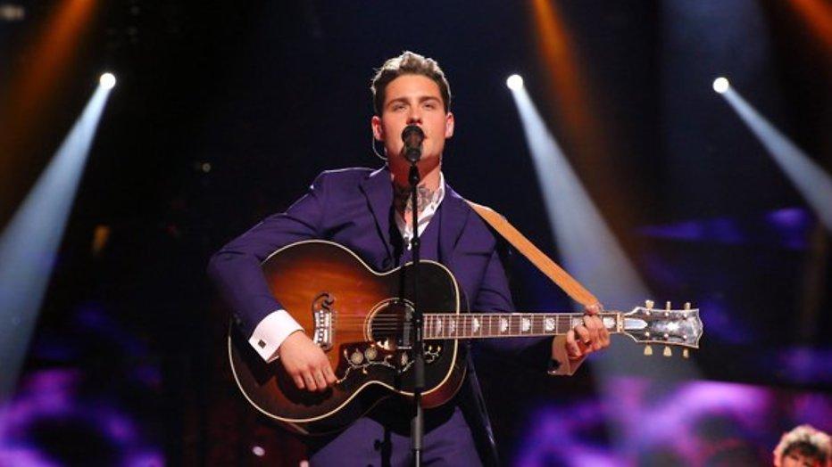Feest: Douwe Bob door naar finale Eurovisie Songfestival!