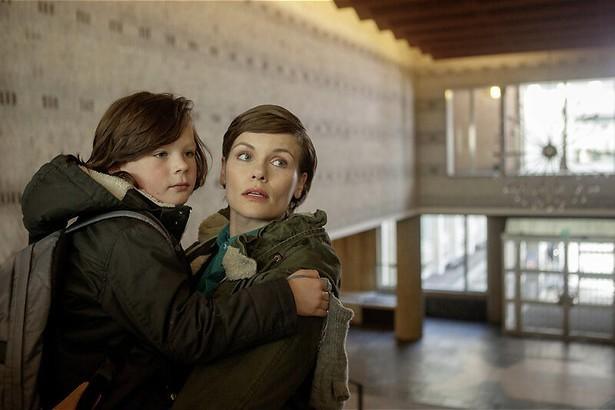 Angela Schijf ontdekt dat ze een broer heeft in Daglicht