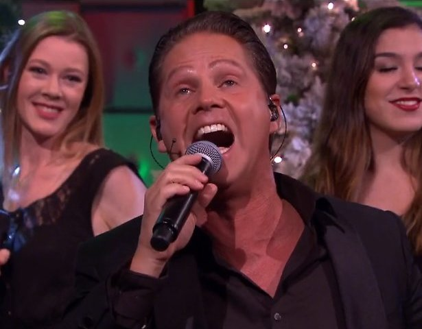 Videosnack: The Christmas Show medley bij RTL Late Night