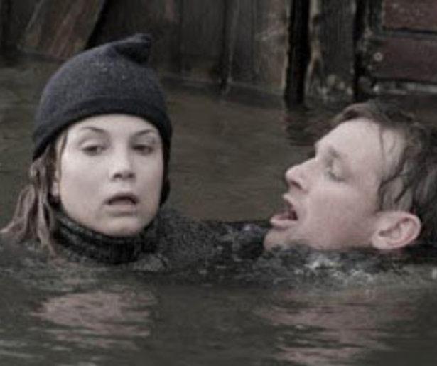 Sylvia Hoeks en Barry Atsma proberen te overleven