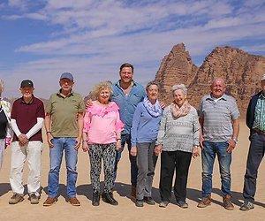 De nieuwe deelnemers van De Wereld Rond met 80-jarigen