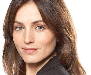 Daphne Bunskoek speelt talkshowpresentator in De Fractie