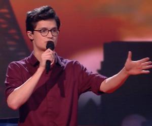Videosnack: Dennis zingt She voor zijn vriendin