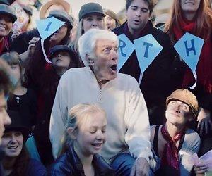 YouTube-hit: Flash mob voor jarige Dick van Dyke