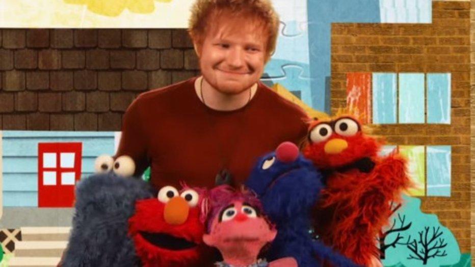 De meest spectaculaire YouTube-hits van 2015 - Ed Sheeran zingt met Elmo