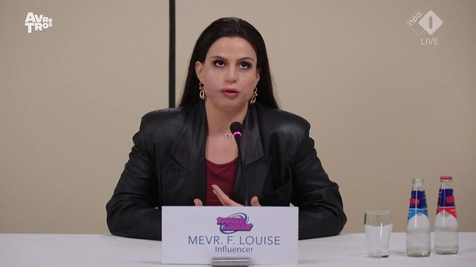 Elise Schaap als Famke Louise