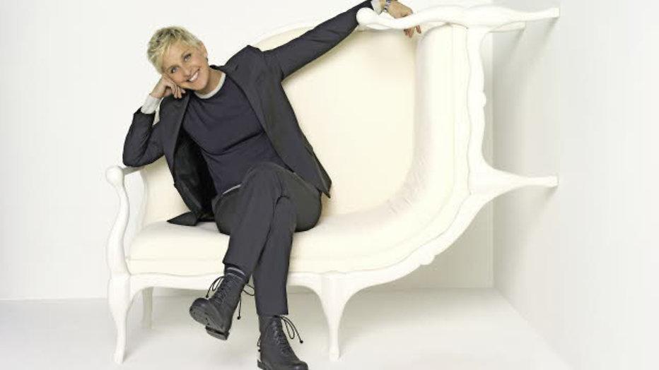 Ellen DeGeneres met de billen bloot op kerstkaart