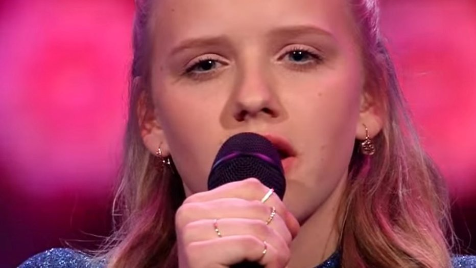 YouTube-hit: Esmée zingt A Moment Like This (Voice Kids finale 2016)