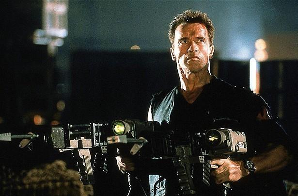 Arnold Schwarzenegger gumt je verleden uit