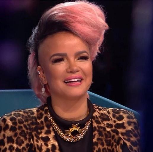 De TV van gisteren: 781.000 kijkers zien 'suikerspin' Eva Simons in Idols
