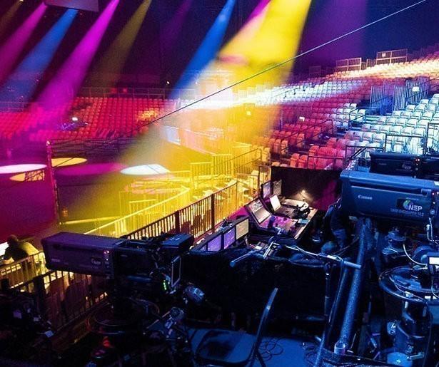 Vallende lichtinstallatie doodt medewerker songfestival