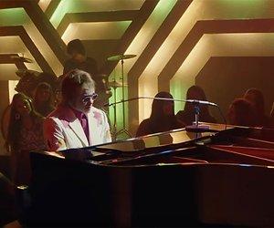 Elton John in 8 miljoen euro kostende kerstreclame Brits warenhuis