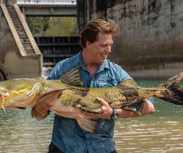 Freek Vonk vangt reuzevis